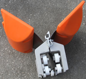 tidal compensator for floating boom barriers